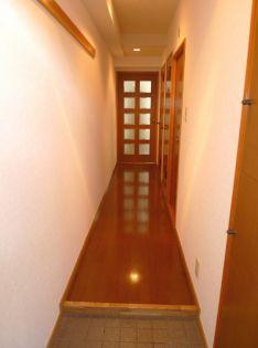 セレブラ−ル戸田の廊下