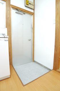 関根ハイツの玄関