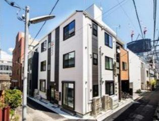 東京都新宿区四谷三栄町の賃貸アパートの外観