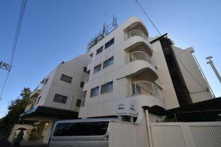 東京都港区南青山4丁目の賃貸マンションの外観
