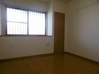 メゾンソレイユの落ち着いた色調の寝室です