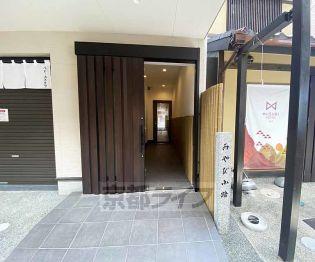 京都府京都市中京区猪熊通三条上る御供町の賃貸アパートの外観