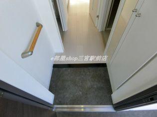 エステムコート三宮駅前2アデシオンのシンプルで使いやすい玄関です