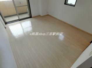 エスライズ新神戸のゆったりした洋室です