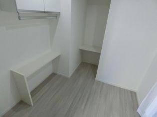 エヌエムスワサントアンの使い勝手のいい洋室です