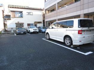 敷地内に駐車場有ります♪