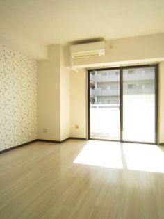 リヴェール湘南の明るい洋室
